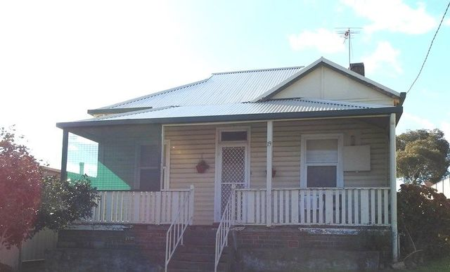 19 Brock Street, Young NSW 2594