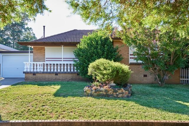 11 Pratt Street, Mount Austin NSW 2650