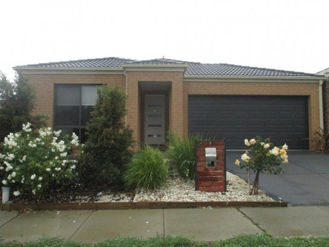 3 San Fratello Street, Clyde North VIC 3978