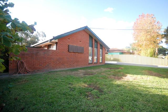 1/9 Lampe Avenue, NSW 2650