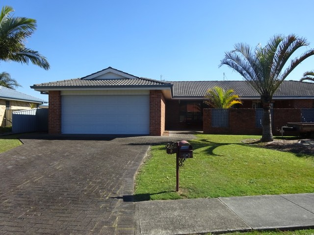 Villa 2/97 Myall Drive, Forster NSW 2428