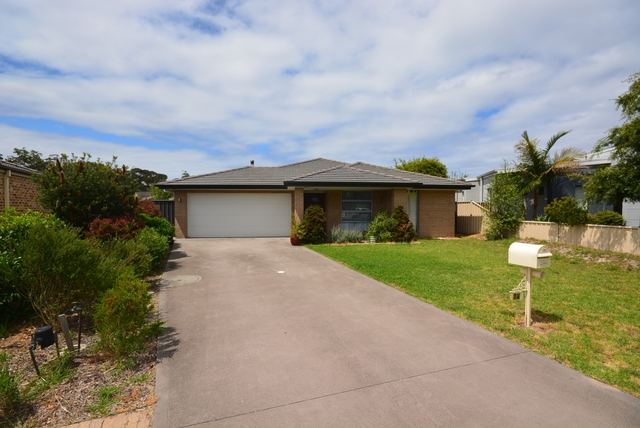 14 Caitlin Crescent, NSW 2537