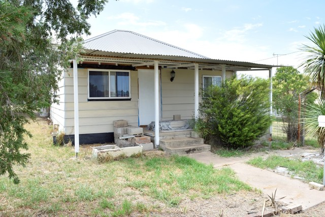 24 Parkes Street, Grenfell NSW 2810