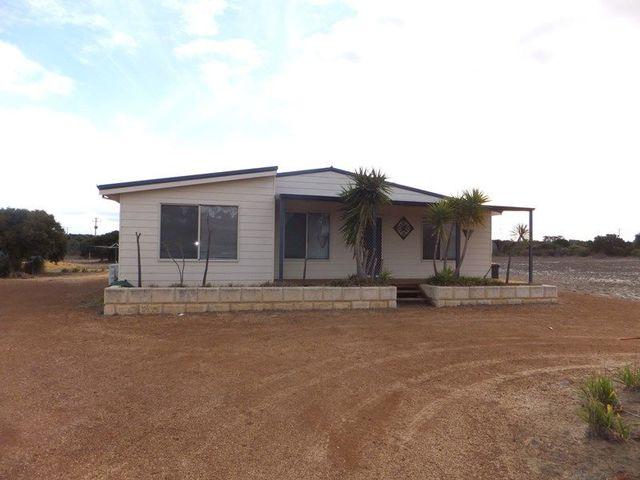 214 Banksia Road, Hopetoun WA 6348