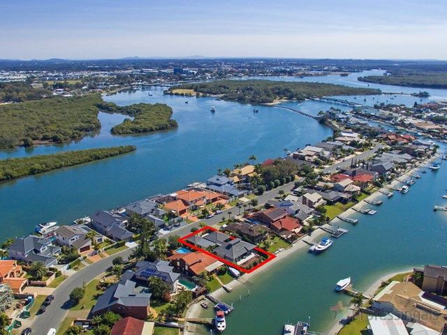 55 Tradewinds Avenue, Paradise Point QLD 4216