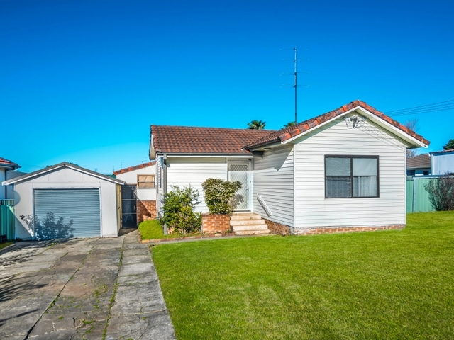 8 Hoskins Avenue, Warrawong NSW 2502