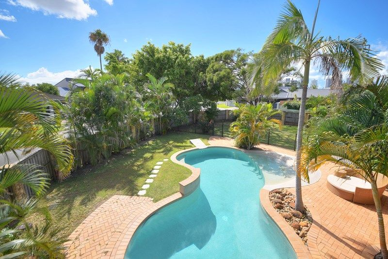 10 Cocos Crescent, Broadbeach Waters QLD 4218 - House for Sale