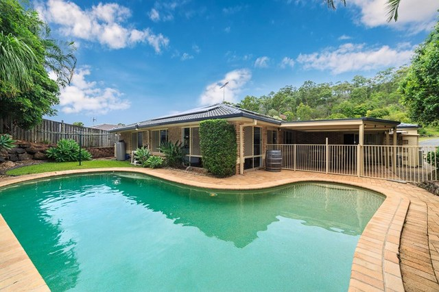 9 Clipperton Chase, Pacific Pines QLD 4211