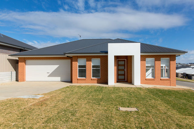 9 Warrock Place, Bourkelands NSW 2650