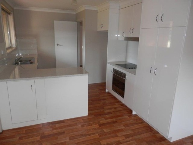 11 Tinga Crescent, Kooringal NSW 2650