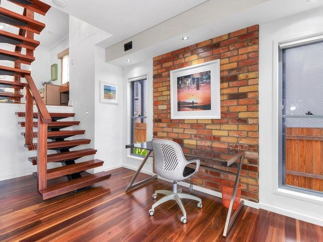 142 MacRossan Avenue, Norman Park QLD 4170