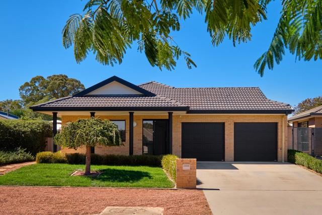 27 Dillwynia Crescent, NSW 2619