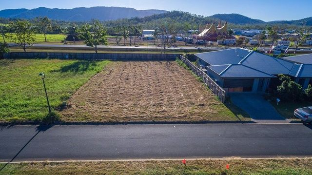 56 South Molle Boulevard, Cannonvale QLD 4802