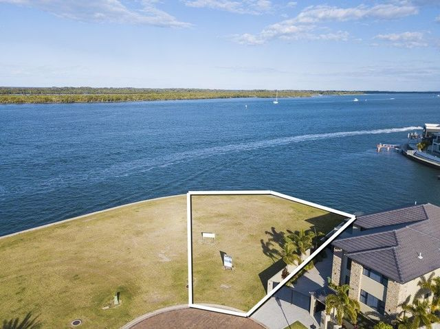 76 Knightsbridge Parade East, Sovereign Islands QLD 4216