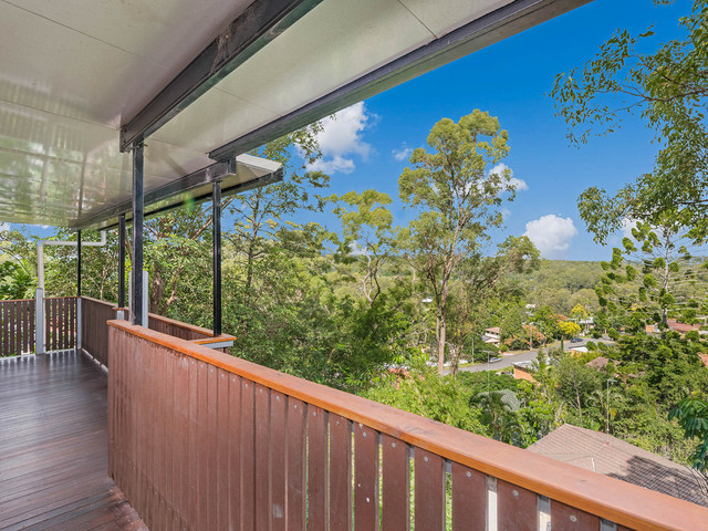 15 Cluden Street, Holland Park West QLD 4121