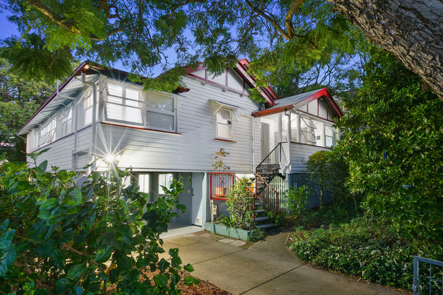 24 Brodie Street, Holland Park West QLD 4121