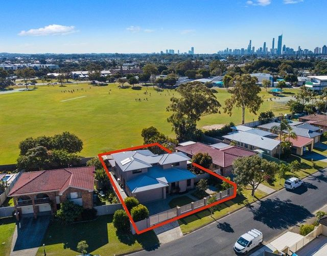 14 Volante Crescent, Mermaid Waters QLD 4218