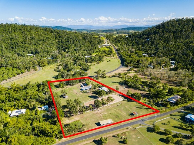 18 Moon Crescent, Sugarloaf QLD 4800