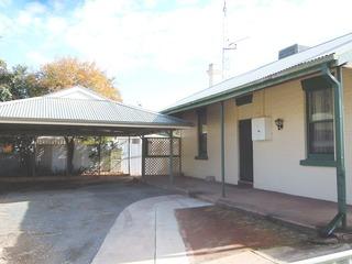 33 Victoria Avenue Narrandera NSW 2700
