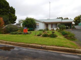 39 Gratton Street Hillston NSW 2675
