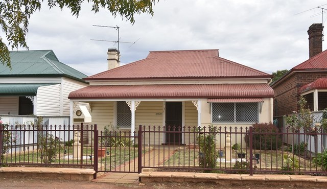172 Baker Street, Temora NSW 2666