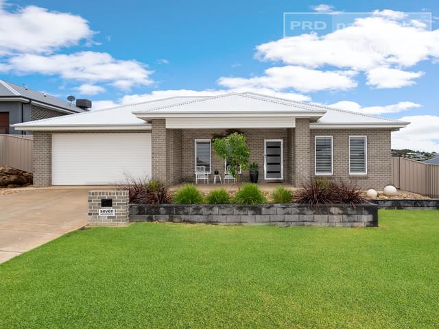 7 Warrock Place, NSW 2650