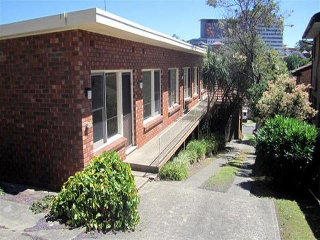 2/11 Rowland Avenue, Wollongong NSW 2500