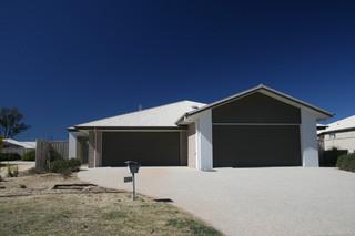 Unit 1/2 55 Acacia Drive Miles QLD 4415