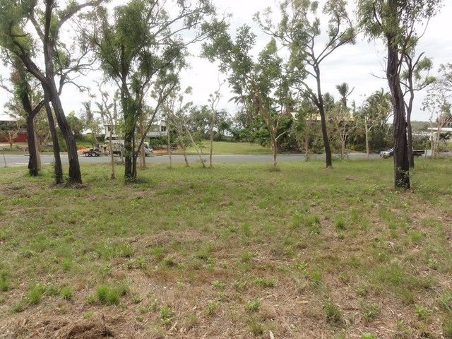 55 Gloucester Avenue, Hideaway Bay QLD 4800