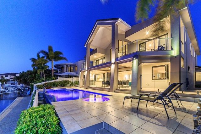 41 King Charles Drive, Sovereign Islands QLD 4216