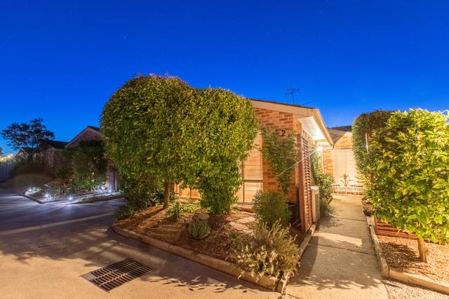 2/10 Hakea Street, NSW 2620