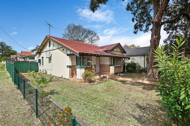 82 Wellbank Street, Concord NSW 2137