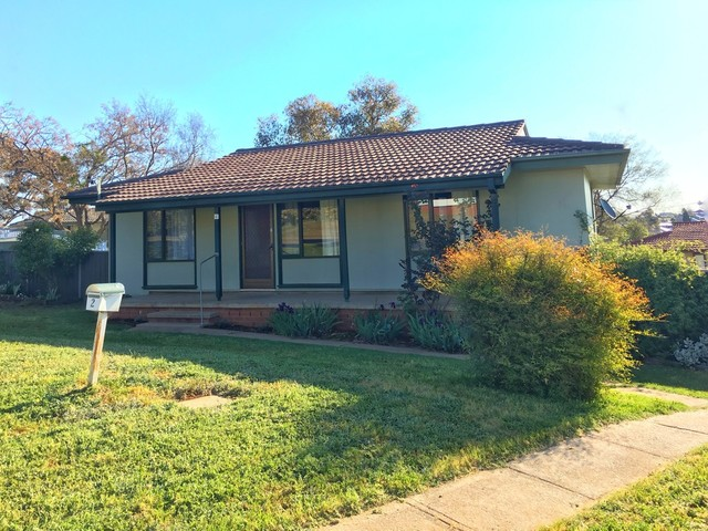 2 Endeavour Place, Young NSW 2594