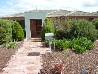 24 Russell Drysdale Crescent