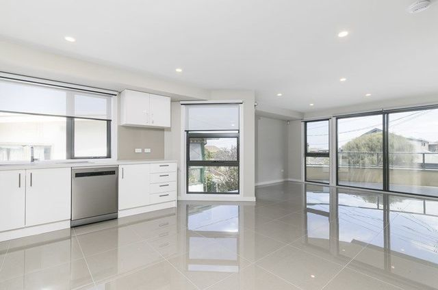 2/10 Shenfield Avenue, VIC 3196