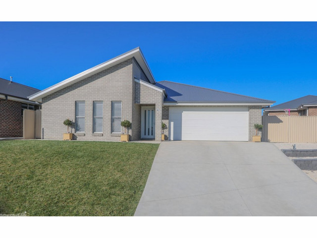 2a O'Farrell Place, Kelso NSW 2795
