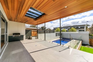 16 Somers Crescent