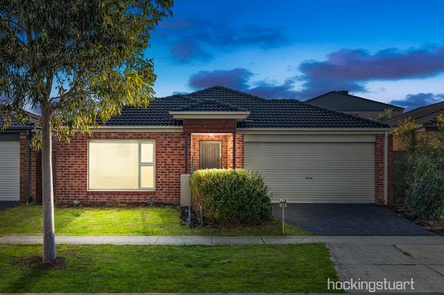 96 Mountainview Boulevard, Cranbourne North VIC 3977