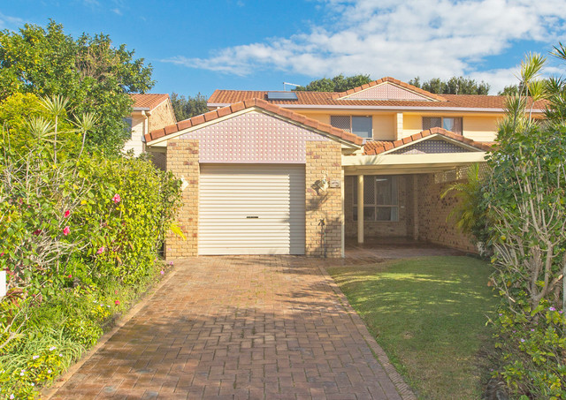 34 Alexander Court, Tweed Heads South NSW 2486