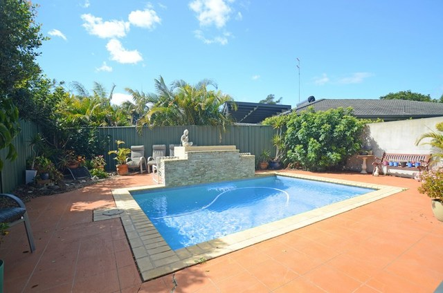 2/10 Russell Court, Miami QLD 4220
