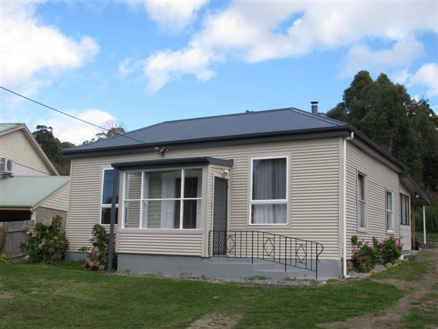 11 Flinders Street, Beauty Point TAS 7270