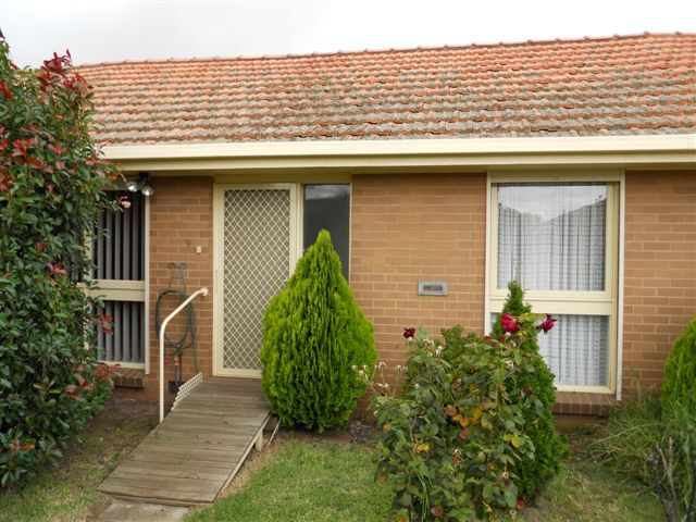 9/27 Deutgam Street, Werribee VIC 3030
