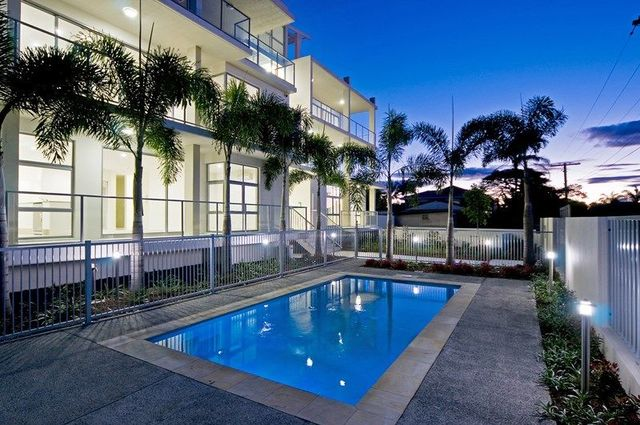 6/8 Victor Avenue, Paradise Point QLD 4216