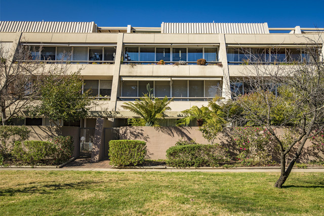 17/18 Currie Crescent, ACT 2604