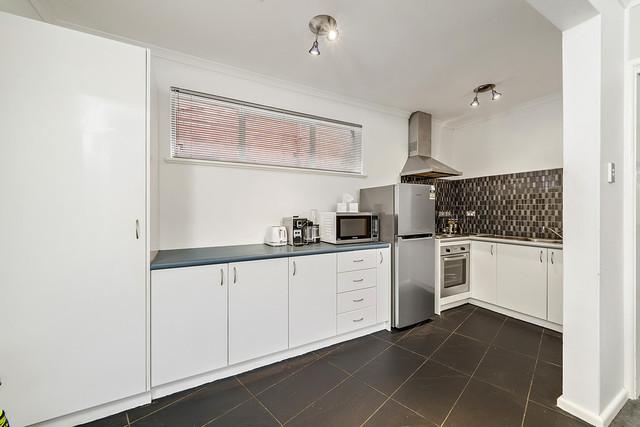 2/4 Nuyts Street, ACT 2603