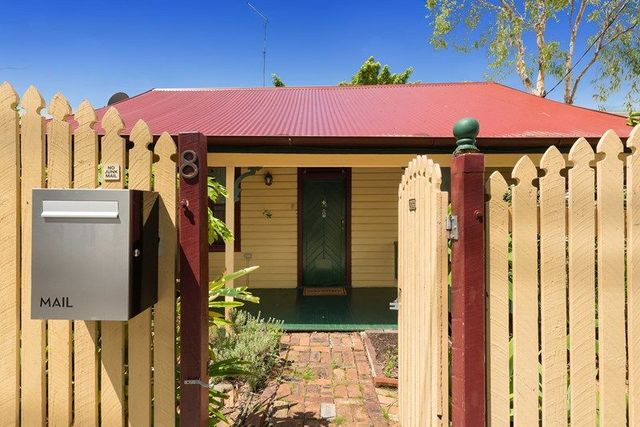 8 Rosebery Street, QLD 4101