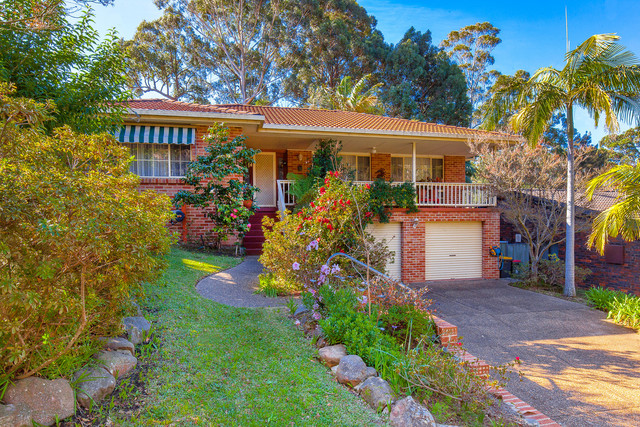 16 Valley Drive, Mollymook Beach NSW 2539