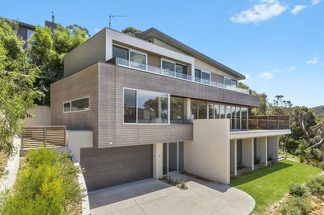 1/8 Hopetoun Terrace, Lorne VIC 3232
