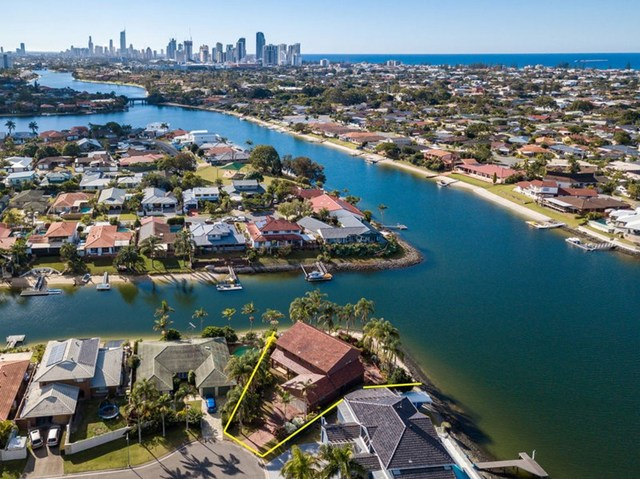 34 Pilot Court, Mermaid Waters QLD 4218