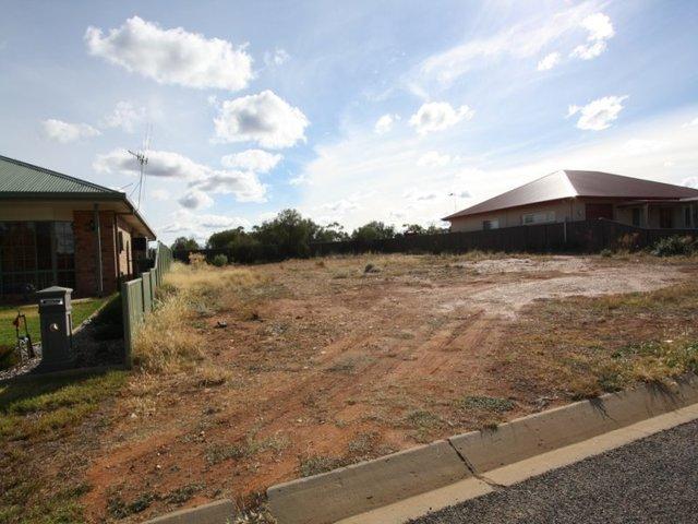 11 Belah Crescent, Cobar NSW 2835